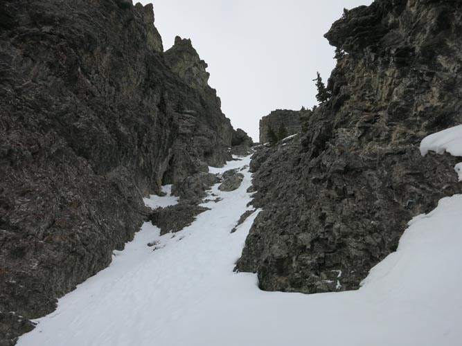 This is the gully immediately to the right of the rock fin. We ascended it mostly on rocky parts on the right side, and slowly descended in the snow on return (warning: can be avalanche prone!).